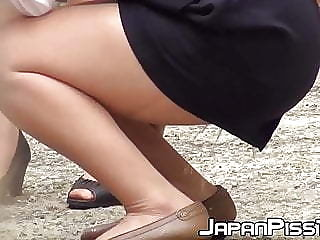 Japanese babe peeing herself up and being filmed by voyeur
